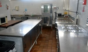 delphi centre fully equipped kitchen